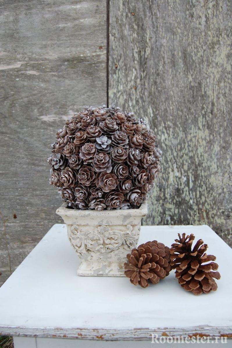 Classic-style vase with pine cones