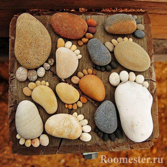 Panel of pebbles