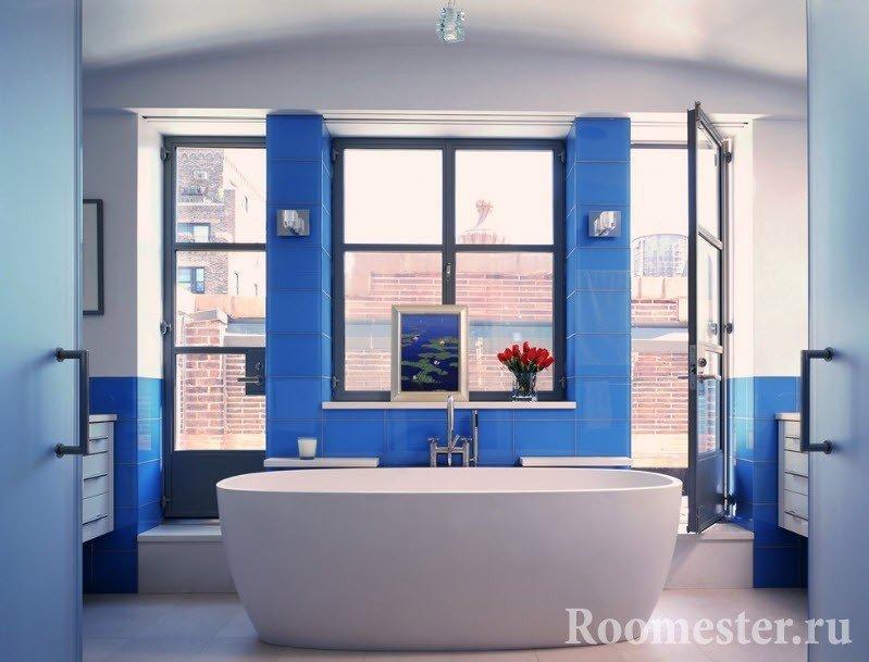 Использование синего цвета в отделке ванны