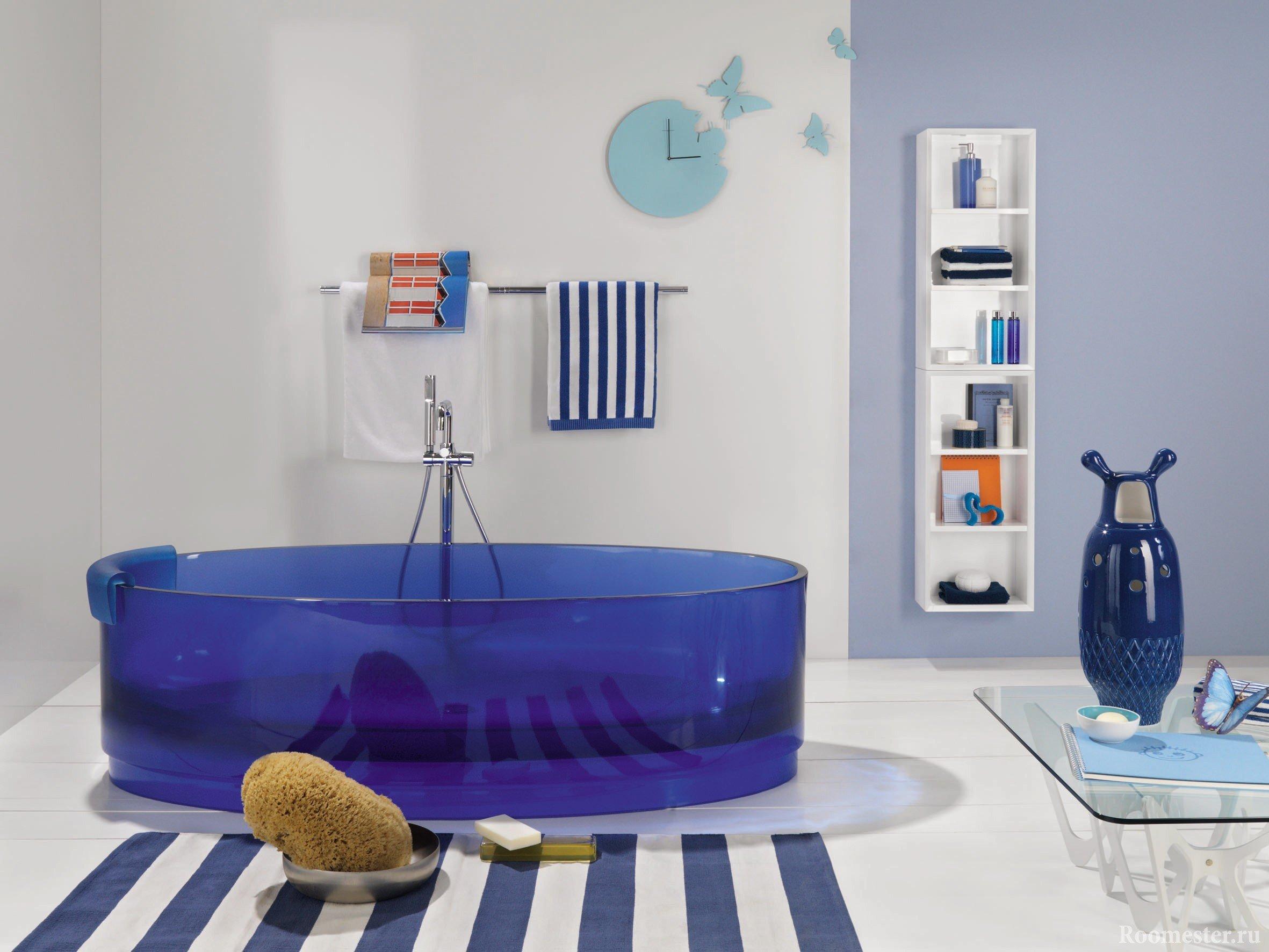 Ванна в синих цветах