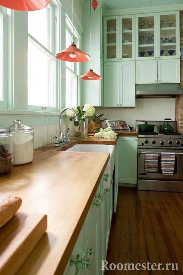 Светлая зеленая кухня