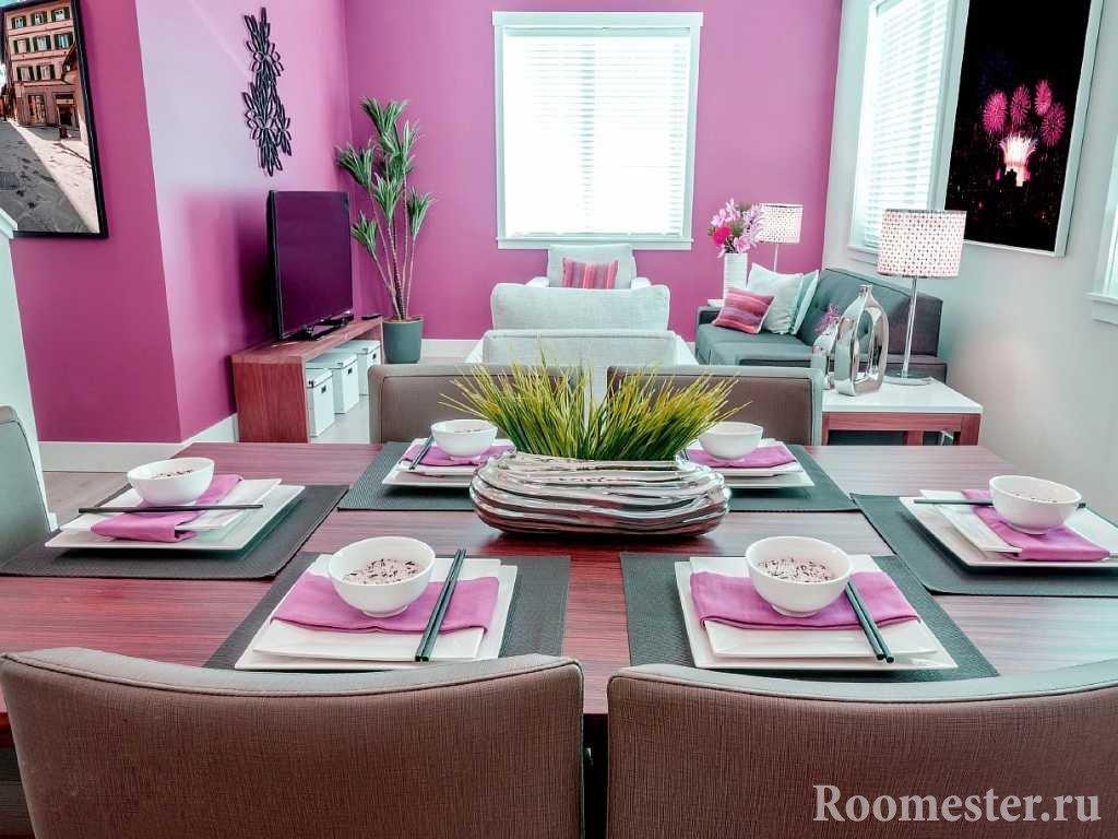 Серо-розовая гостиная