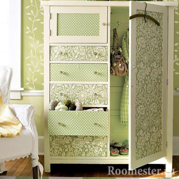 Комбинированная ткань на старом шкафу