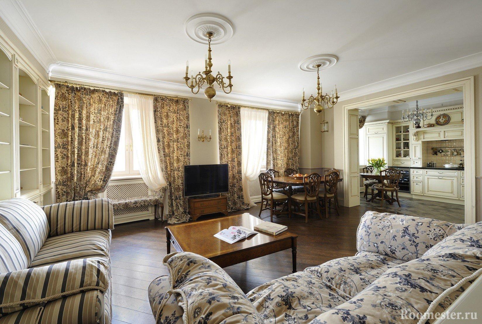 Гостиная в классическом стиле с двумя окнами