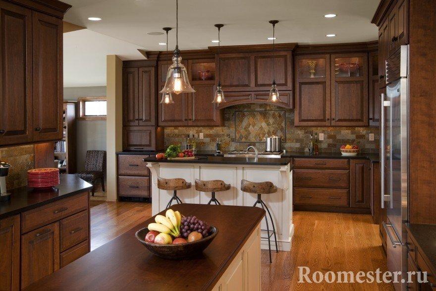 Натуральное дерево в кухонной мебели
