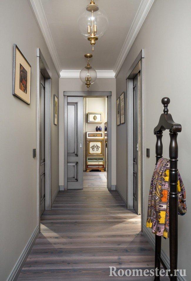 Длинный коридор с раздвижной дверью