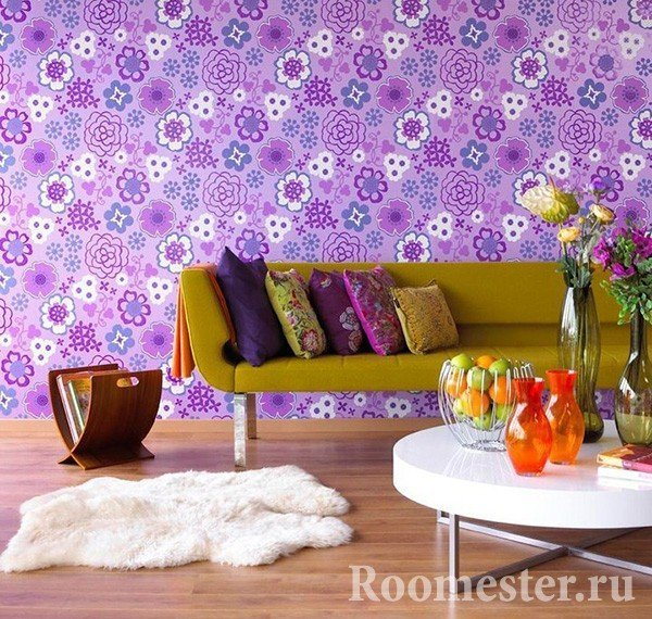 Сочетание фиолетового цвета и горчичного