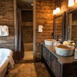 Интерьер ванной в стиле шале