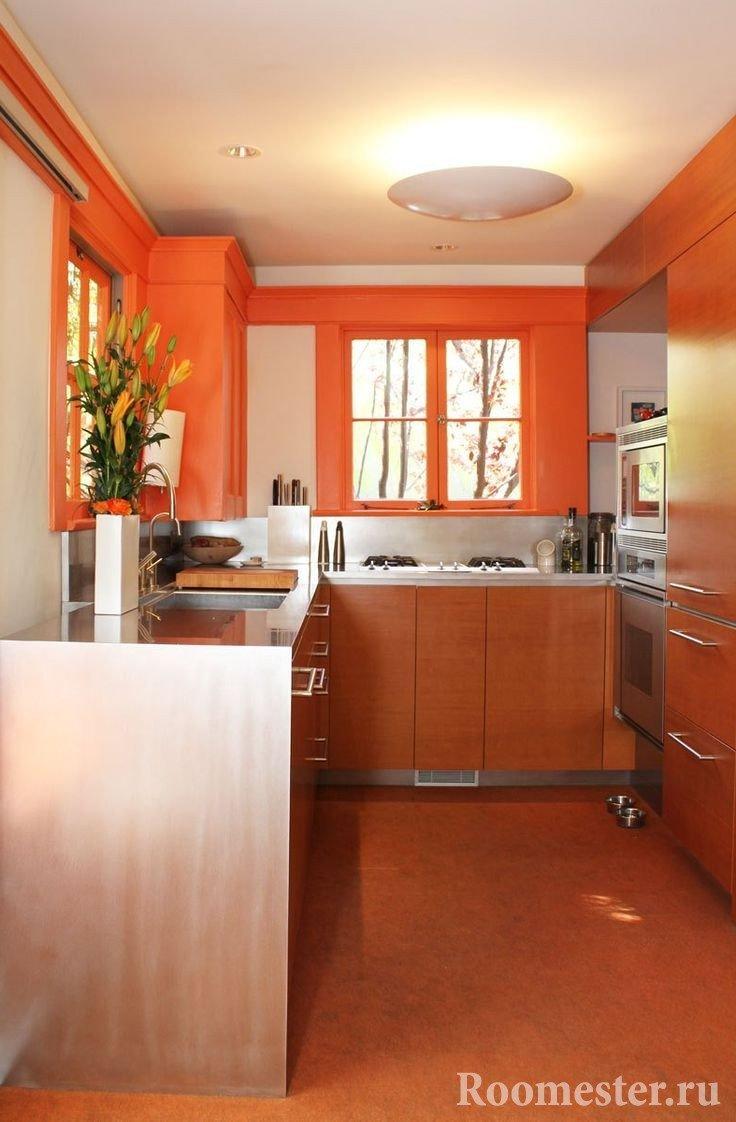 Стены окрашенные оранжевым цветом