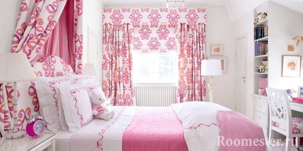 Спальня в розовых цветах
