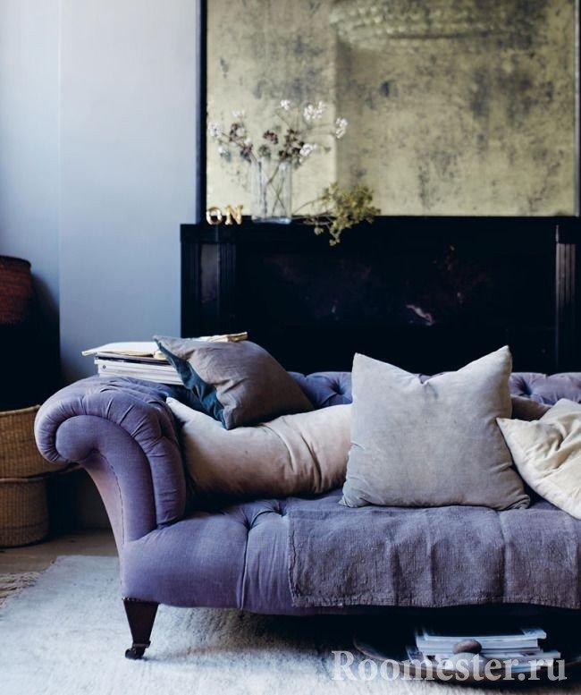 Сиреневый диван