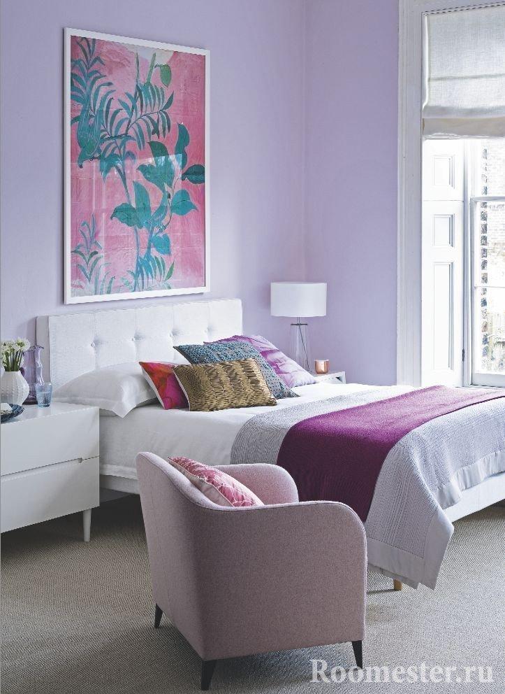 Уютная спальня в сиреневом цвете
