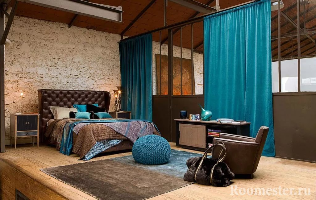 The combination of brown and turquoise
