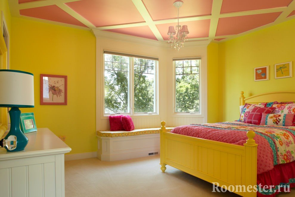 Yellow walls and pink ceiling