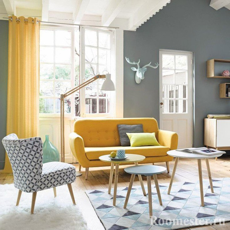 The combination of gray and yellow in the interior