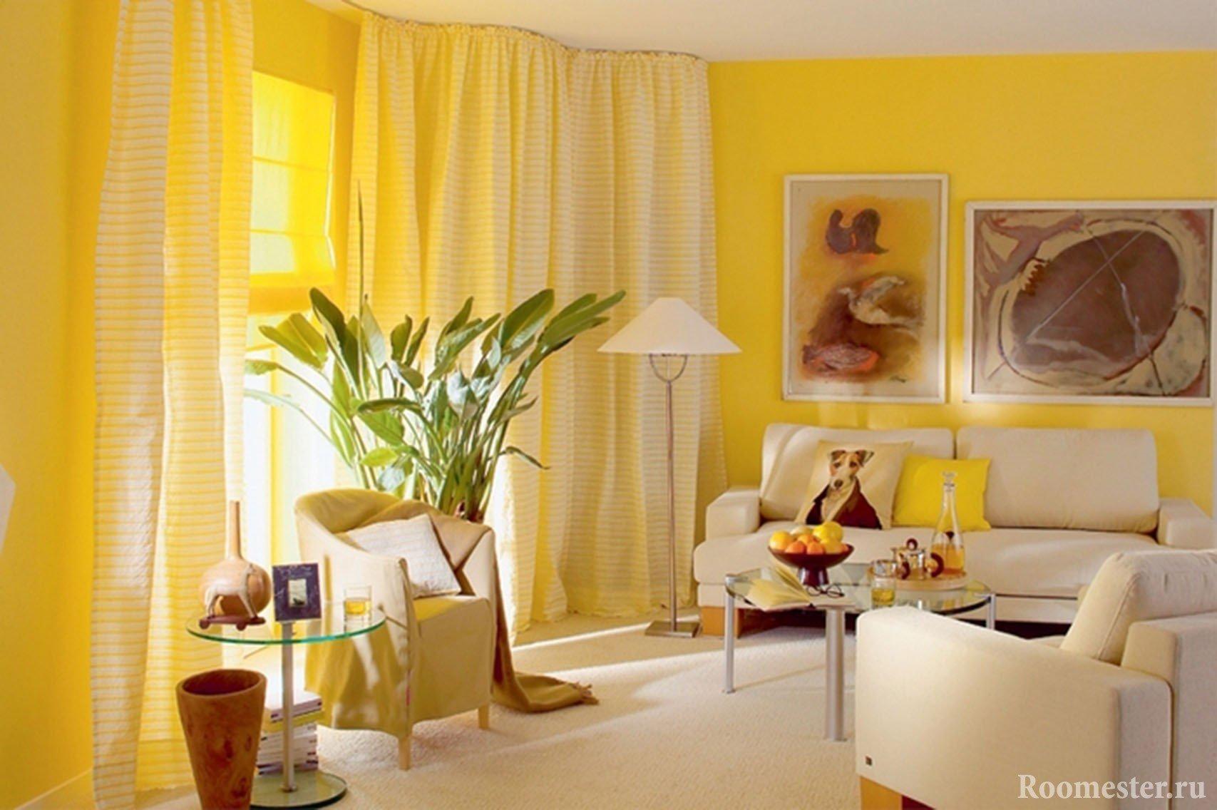 Солнечная гостиная желтого цвета
