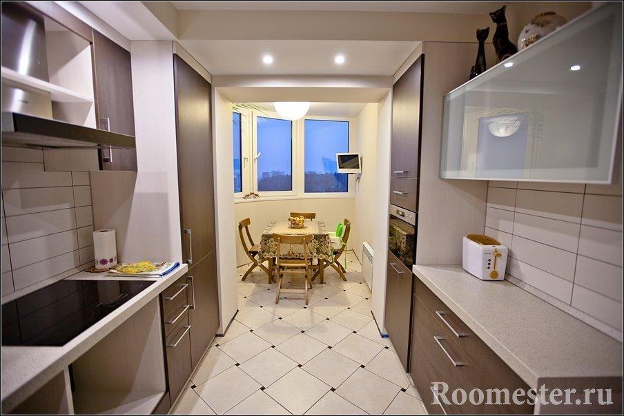 Узкая и длинная кухня с присоединенным балконом