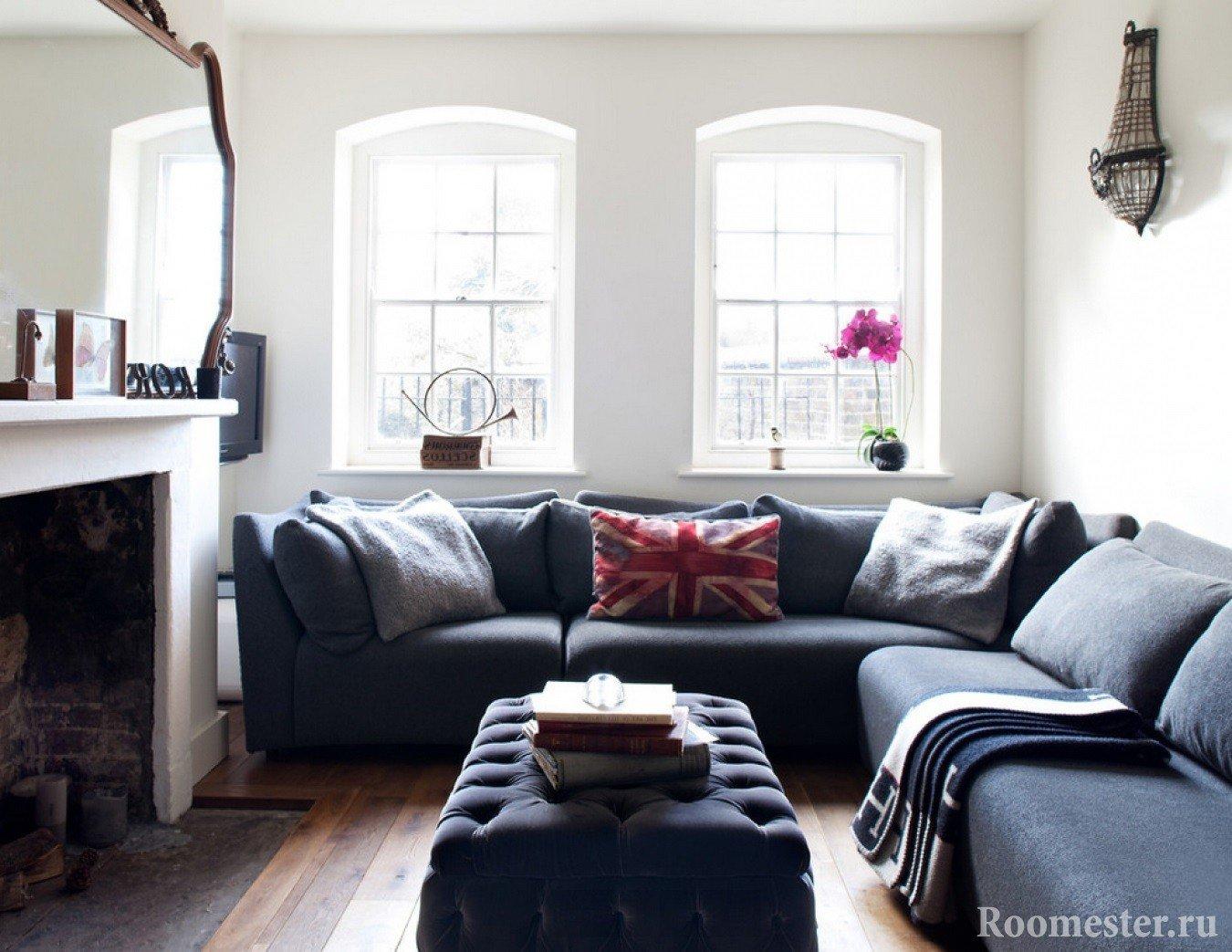 Угловой диван в небольшой гостиной