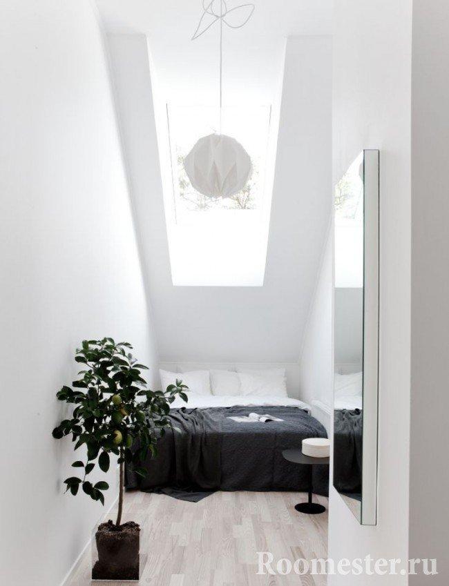 Мансардный потолок с окном