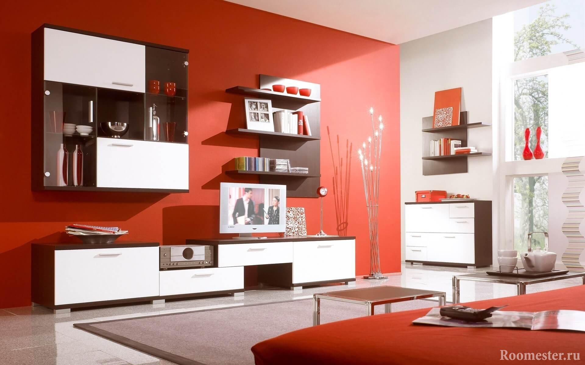 Бело-красный интерьер гостиной комнаты