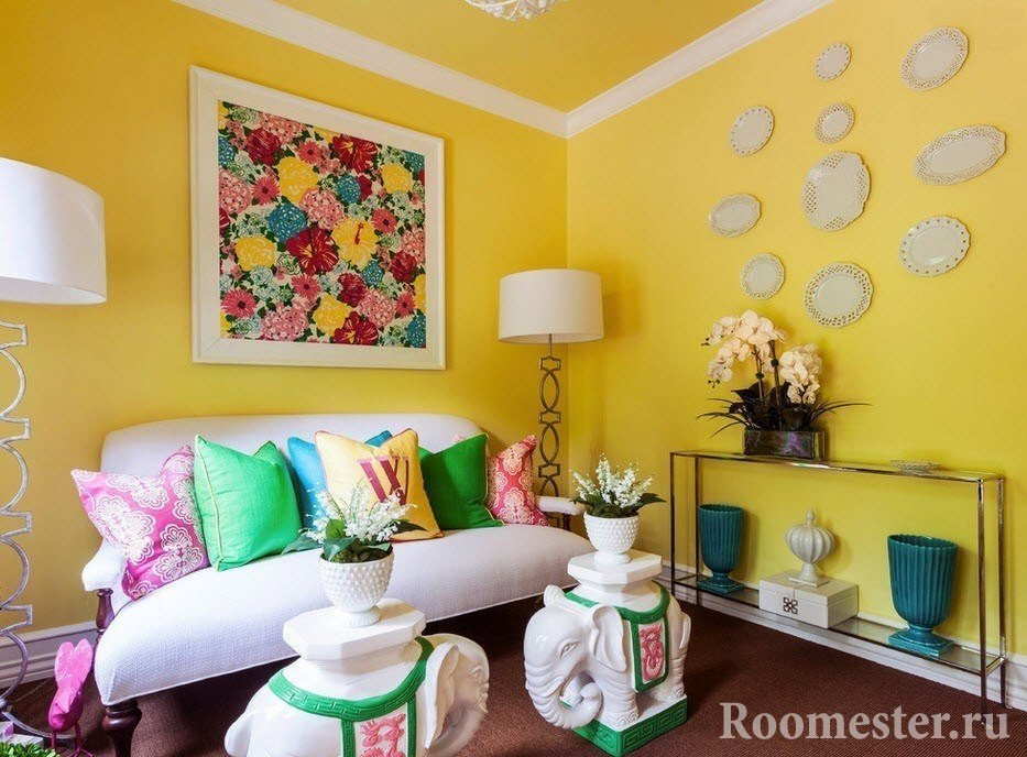 Желтые стены и потолок