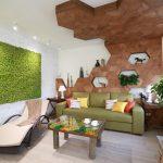 Натуральное дерево в отделке стены