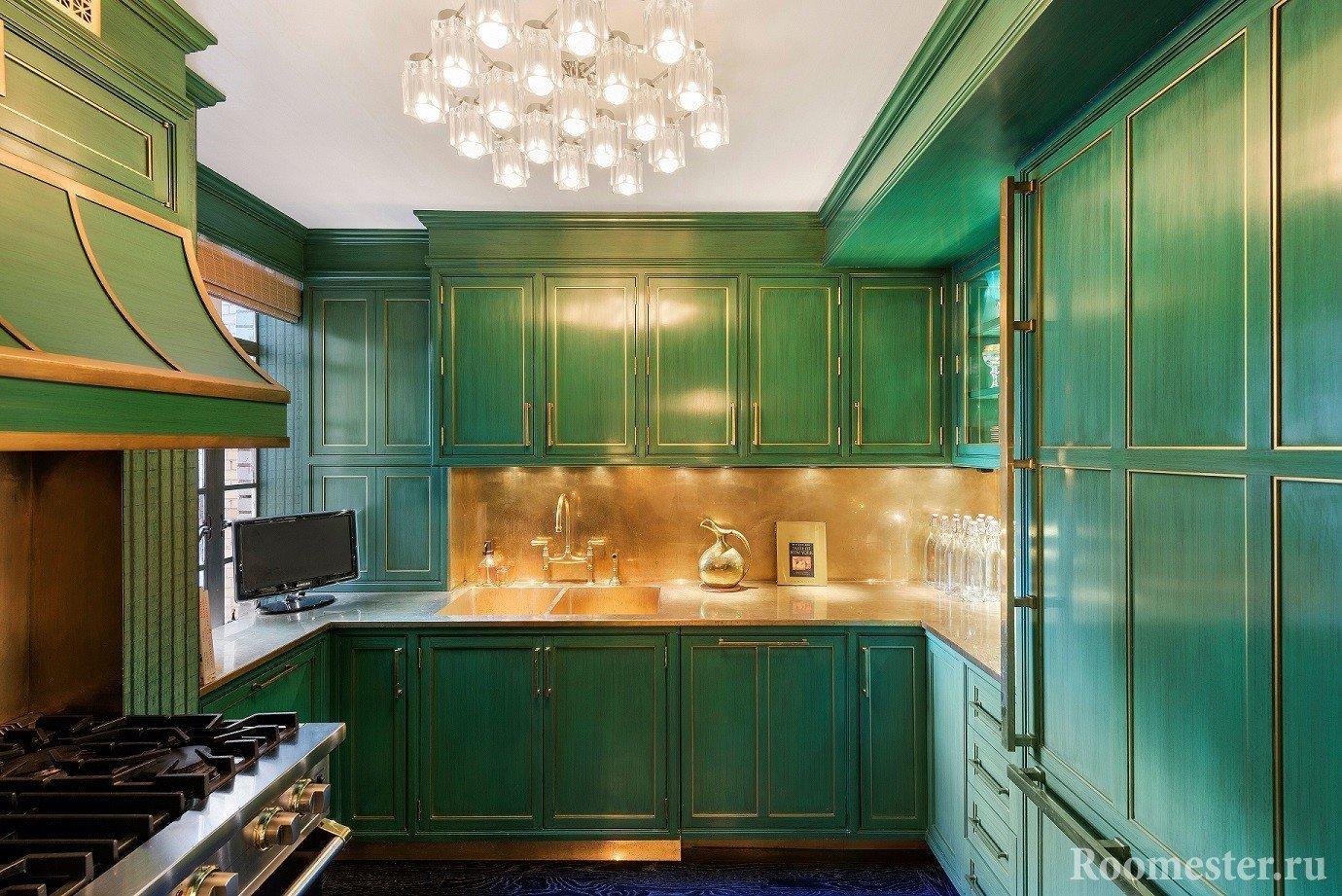 Глубокий зеленый цвет с медным декором
