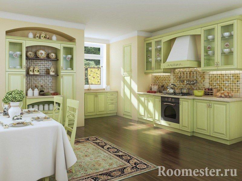 Нежный зеленоватый оттенок кухни