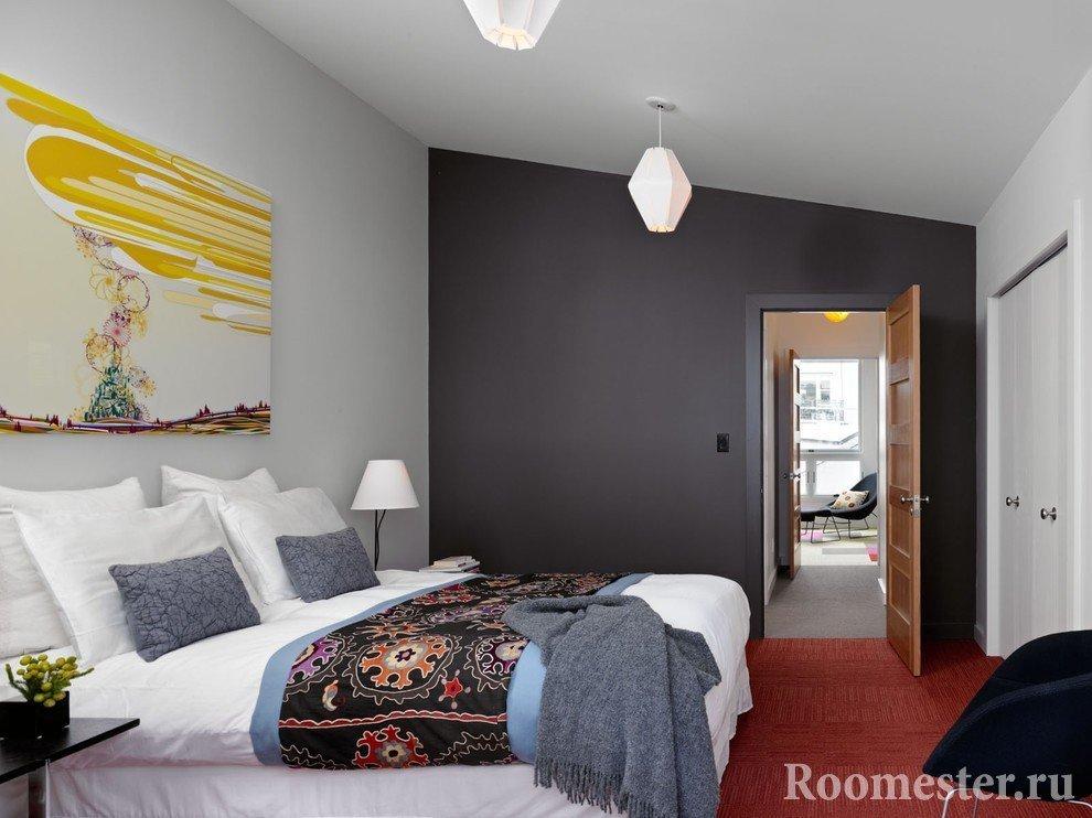 Контраст цветов для узких комнат