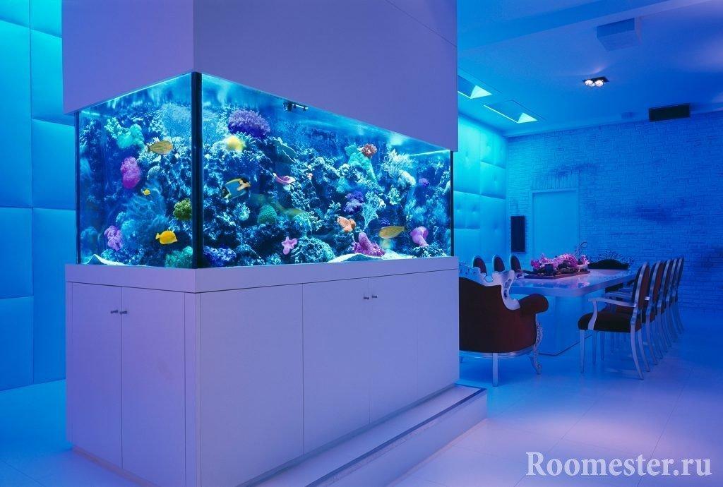 Морской аквариум с использованием живых кораллов «Рифа»