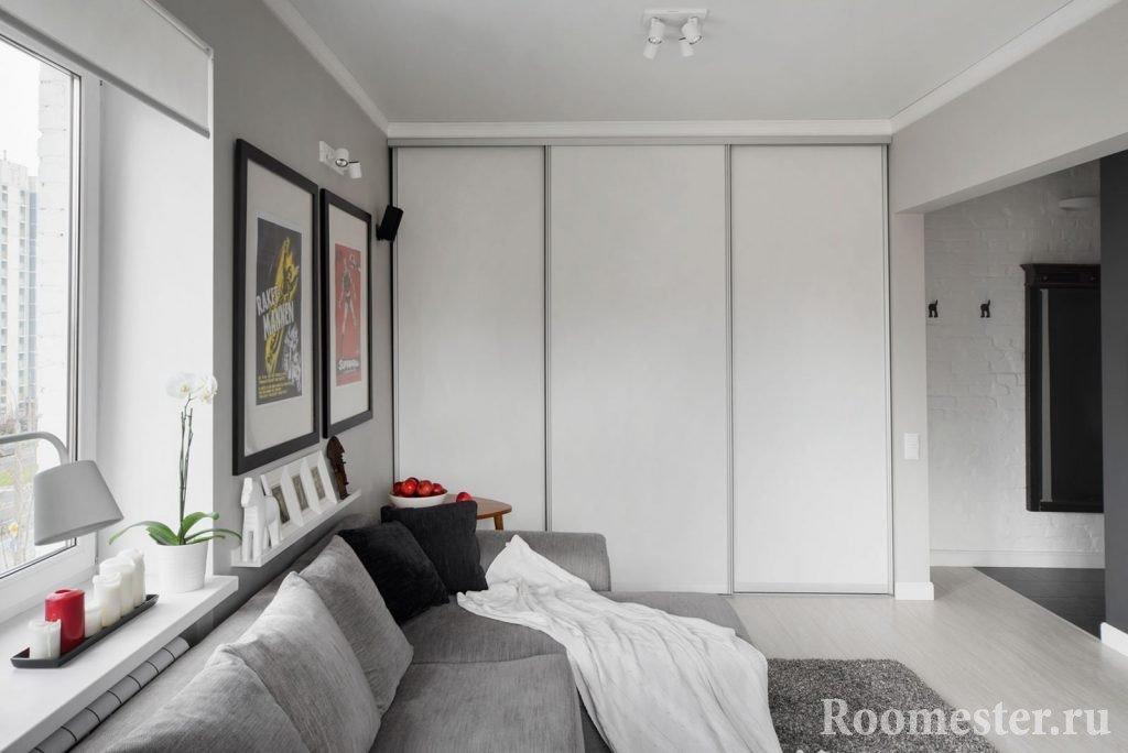 Шкаф купе от пола до потолка в интерьере
