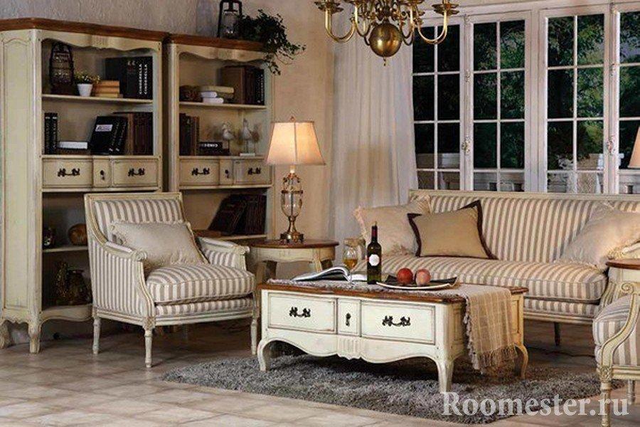 Мягкая мебель винтажного стиля во французском интерьере