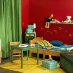 Бордовый и зеленый цвет в детской комнате