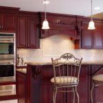 Кухня в цвете бордо