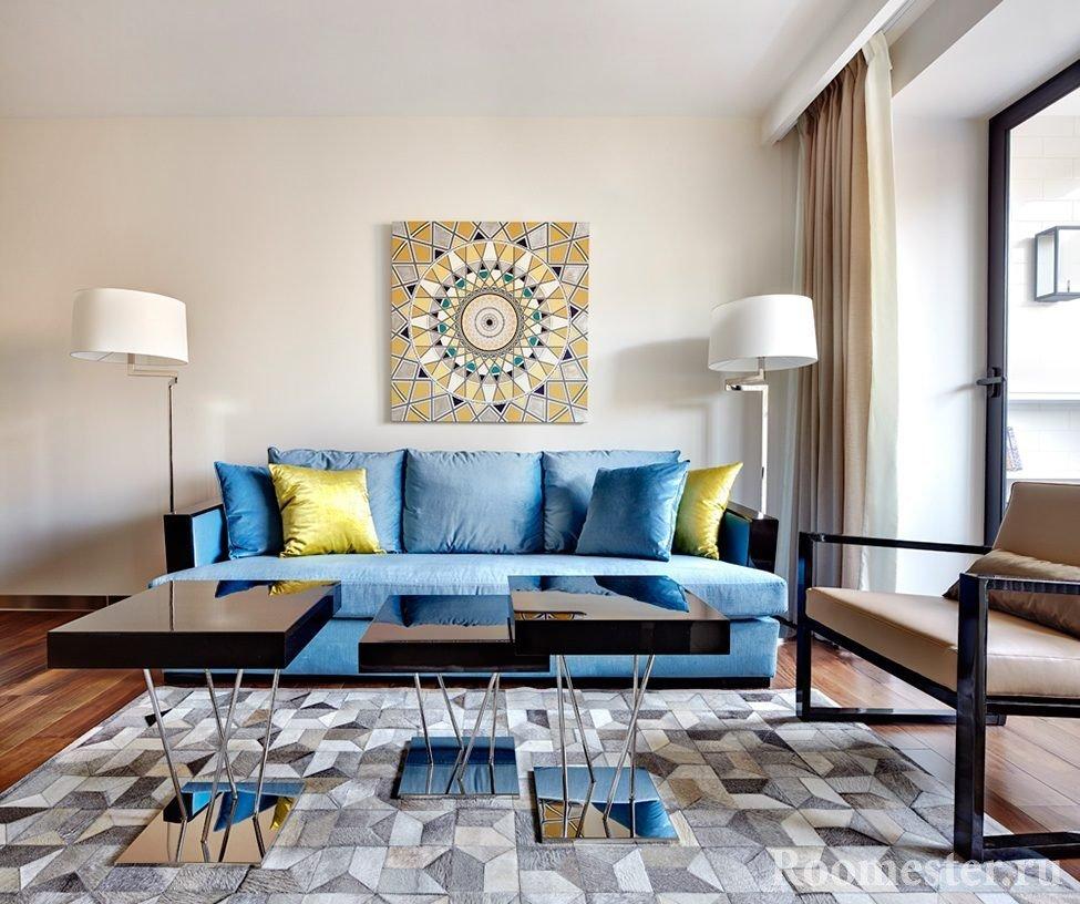 Легкая цветовая гамма в интерьере гостиной