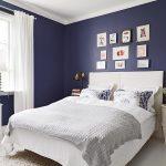 Насыщенный синий в спальне