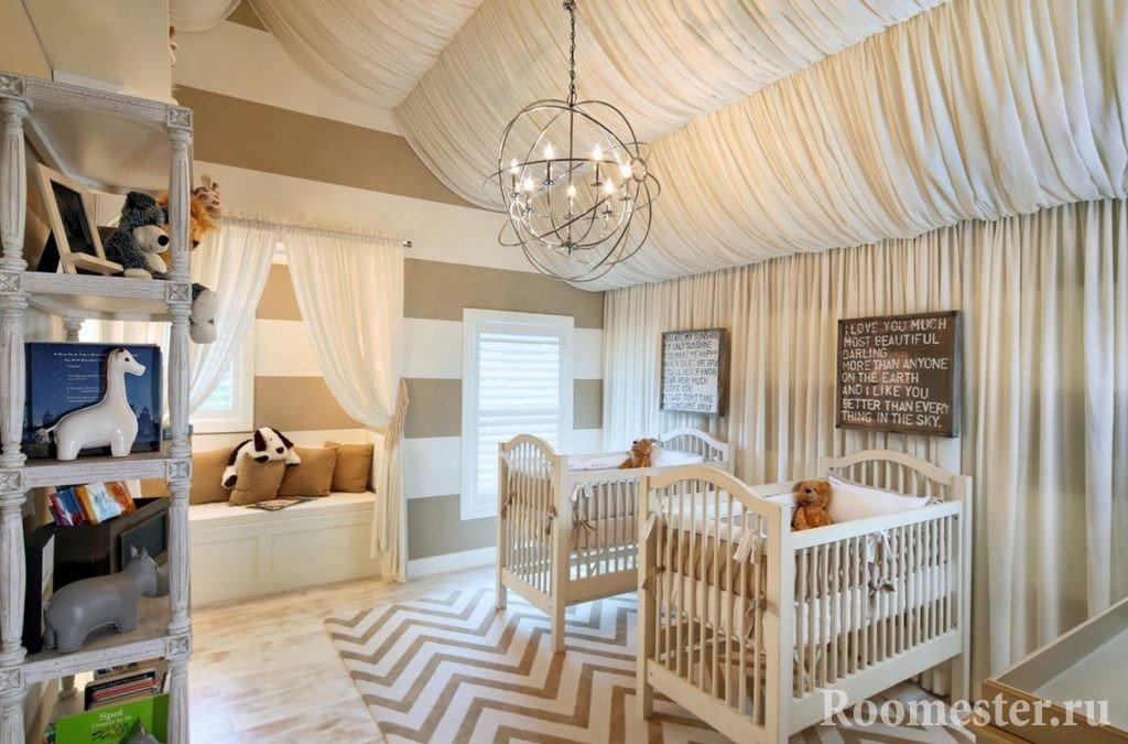 Декор потолка тканью в детской комнате