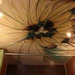 Фотообои для потолка квартиры
