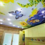 Оформление потолка в детской комнате