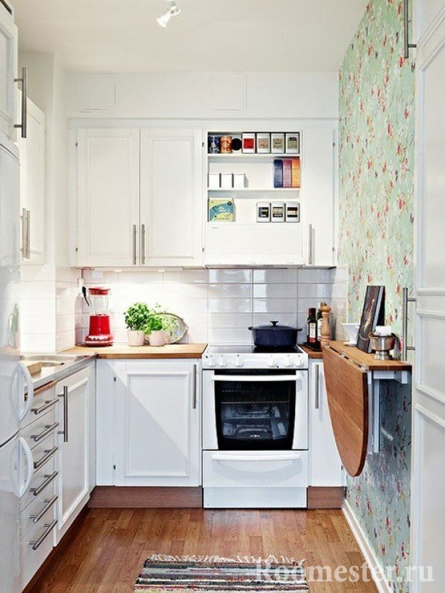 Раскладной стол на кухне