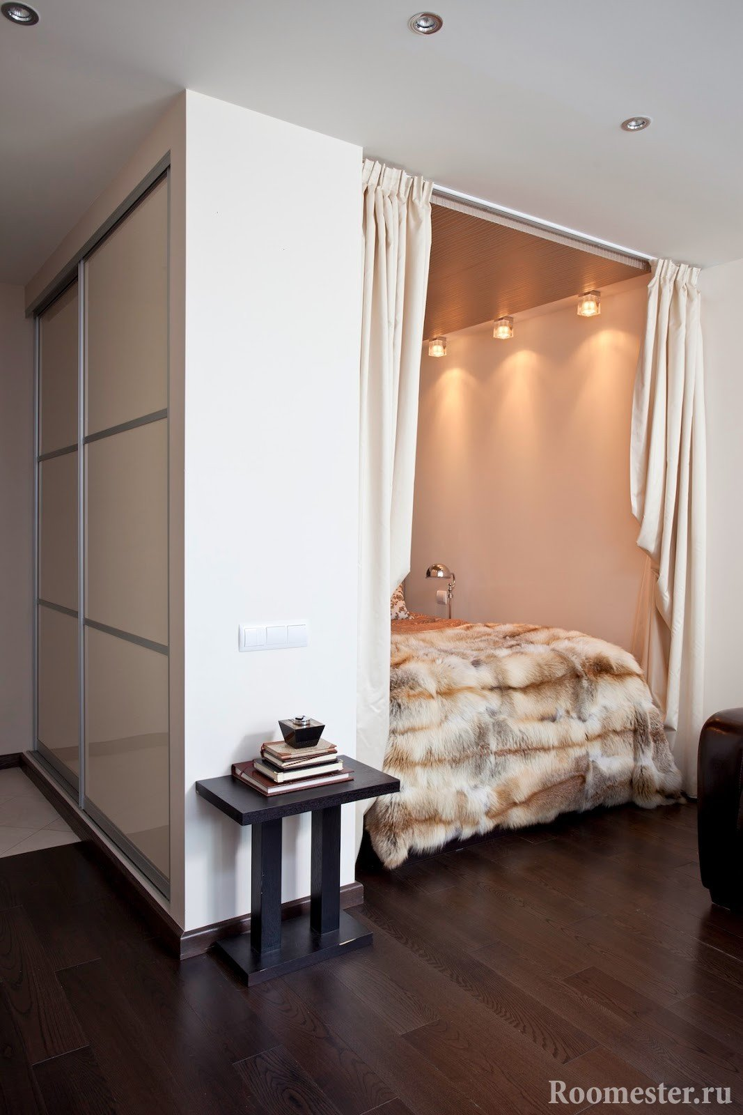 Ниша позволяет создать интимную зону в квартире