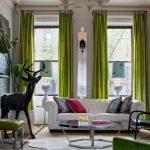 Гостиная с зелеными шторками