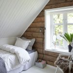 Кровать под скатом крыши