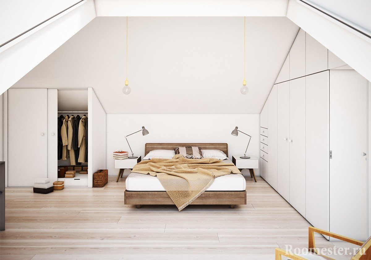 Белая спальня в мансарде