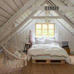 Спальня на мансарде в белом цвете