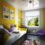 Дизайн узкой комнаты с окном на стене с меньшей длиной