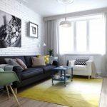 Интерьер гостиной с кирпичной стеной
