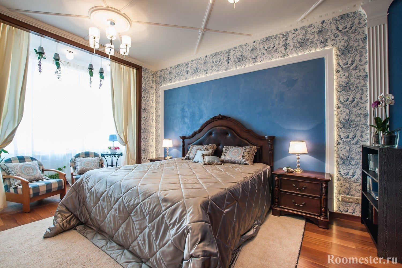 Использование молдингов на потолке спальни