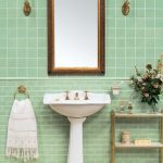 Декор в ванной комнате с мятным оттенком