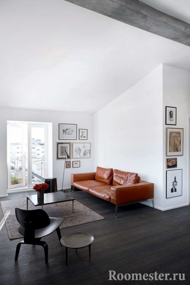 White walls in combination with dark laminate